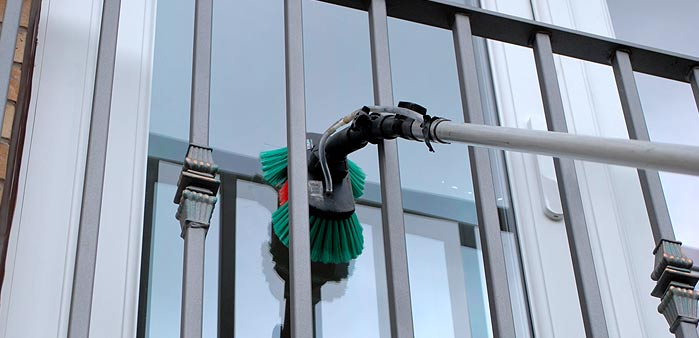 Cleaning tricky spots on flat & apartment windows